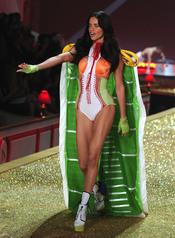 Adriana Lima, espectacular en el desfile de Victoria's Secret
