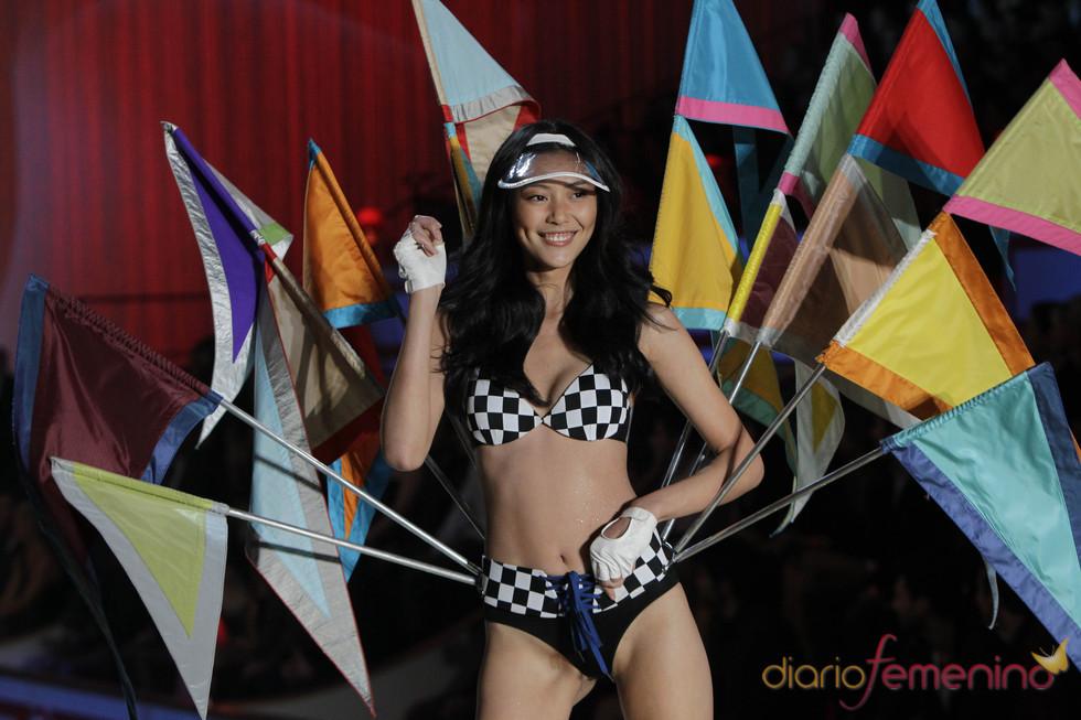 Color, glamour y belleza, protagonistas del desfile de Victoria's Secret