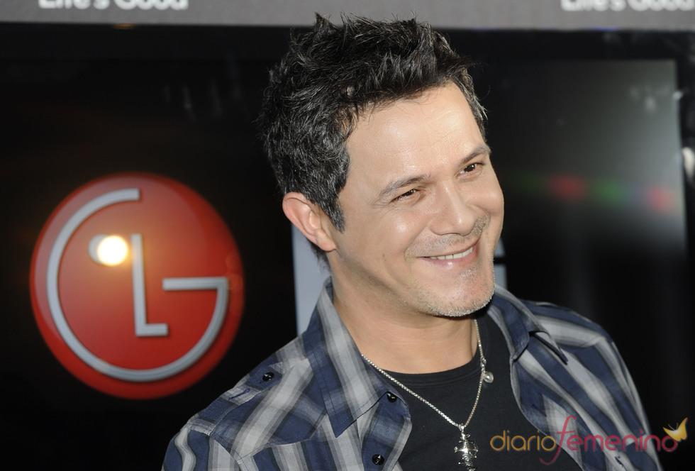 Alejandro Sanz muy sonriente