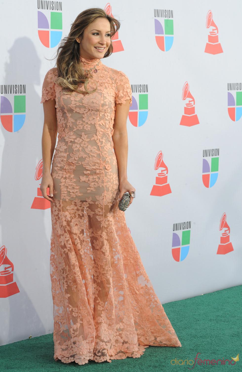 Claudia Leitte luce diferentes modelos en los Grammy Latino 2010