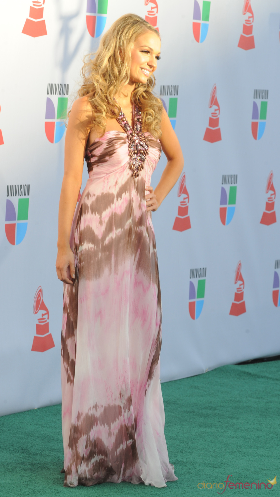 Sophia Del Carmen en los Grammy Latino 2010