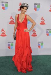 Ximena Navarrete de rojo en los Grammy Latino 2010