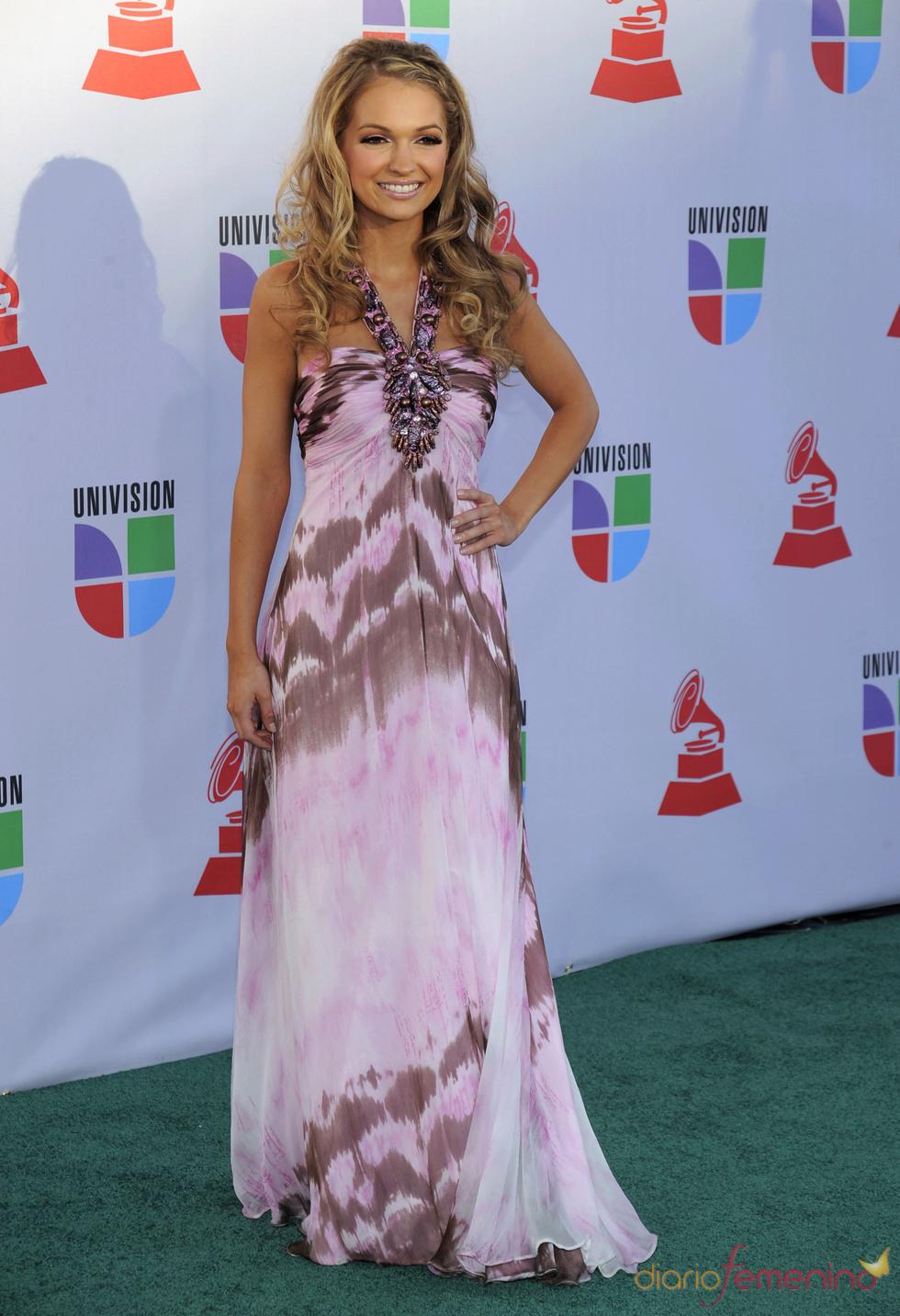Sophia Del Carmen luce varios vestidos en los Grammy Latino 2010