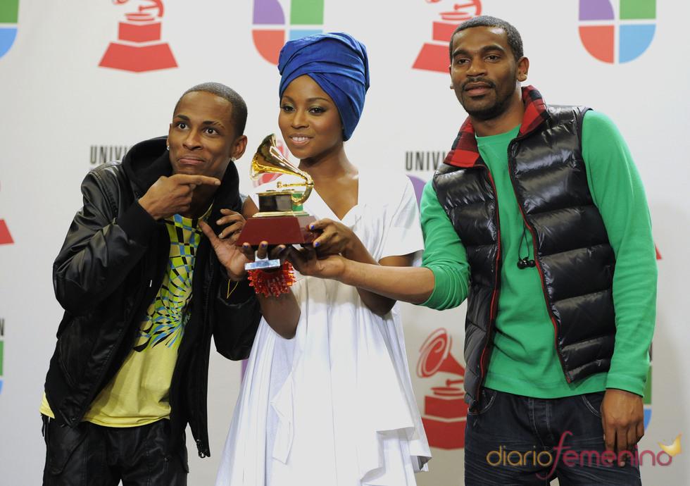 Chocquib Town recibe el galardón a mejor canción alternativa por 'De Donde Vengo Yo''