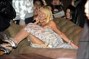 Paris Hilton pillada en un descuido