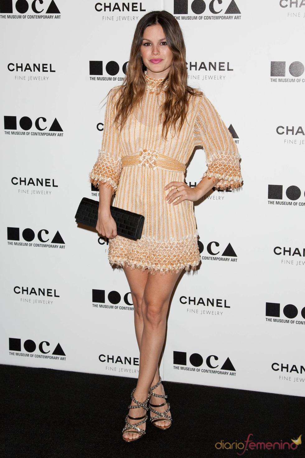 Rachel Bilson con diseño de Chanel