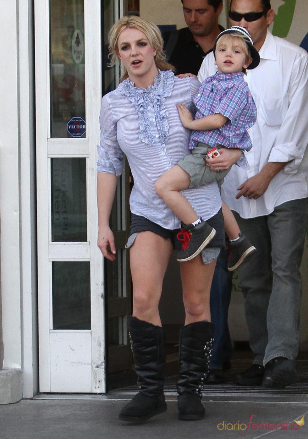 Britney Spears, de paseo con Jayden