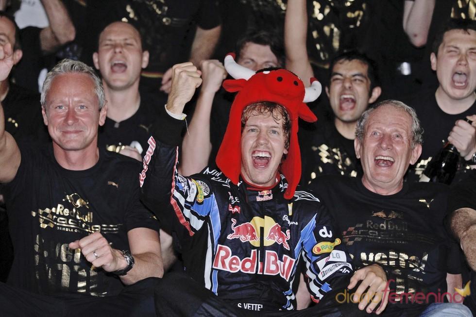 Sebastian Vettel celebra su triunfo en Abu Dhabi.