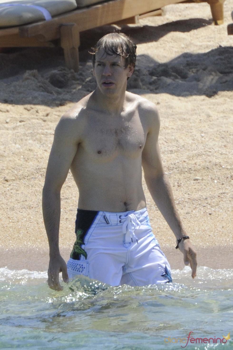 Sebastian Vettel enseña torso