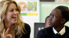 Shakira, con los niños en una escuela de Sudáfrica