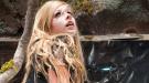 Avril Lavigne viaja al País de las Maravillas en su nuevo videoclip