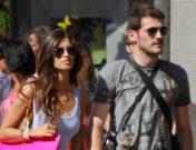 Iker Casillas y Sara Carbonero felices de compras por Beverly Hills