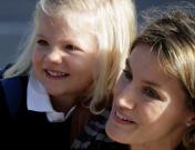 Las infantas Leonor y Sofía acuden por primera vez juntas al colegio