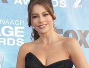 Halle Berry y Sofia Vergara deslumbran en los premios Imagen 2011
