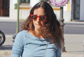 Amigos y familiares en el entierro de Maleni Loreto en Sevilla