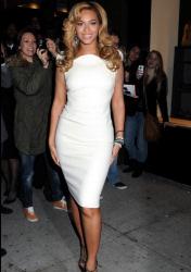 Beyoncé, espléndida efundada en un vestido blanco