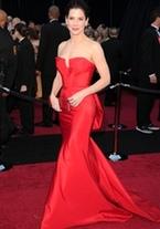 Sandra Bullock, de rojo pasión