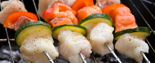 Pinchos de salmon con verduras