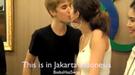 El beso de Justin Bieber y Selena Gómez en Indonesia