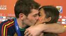 Íker Casillas besa a Sara Carbonero en directo