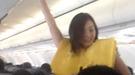 Azafatas de Cebu Air enseñan la seguridad aérea bailando