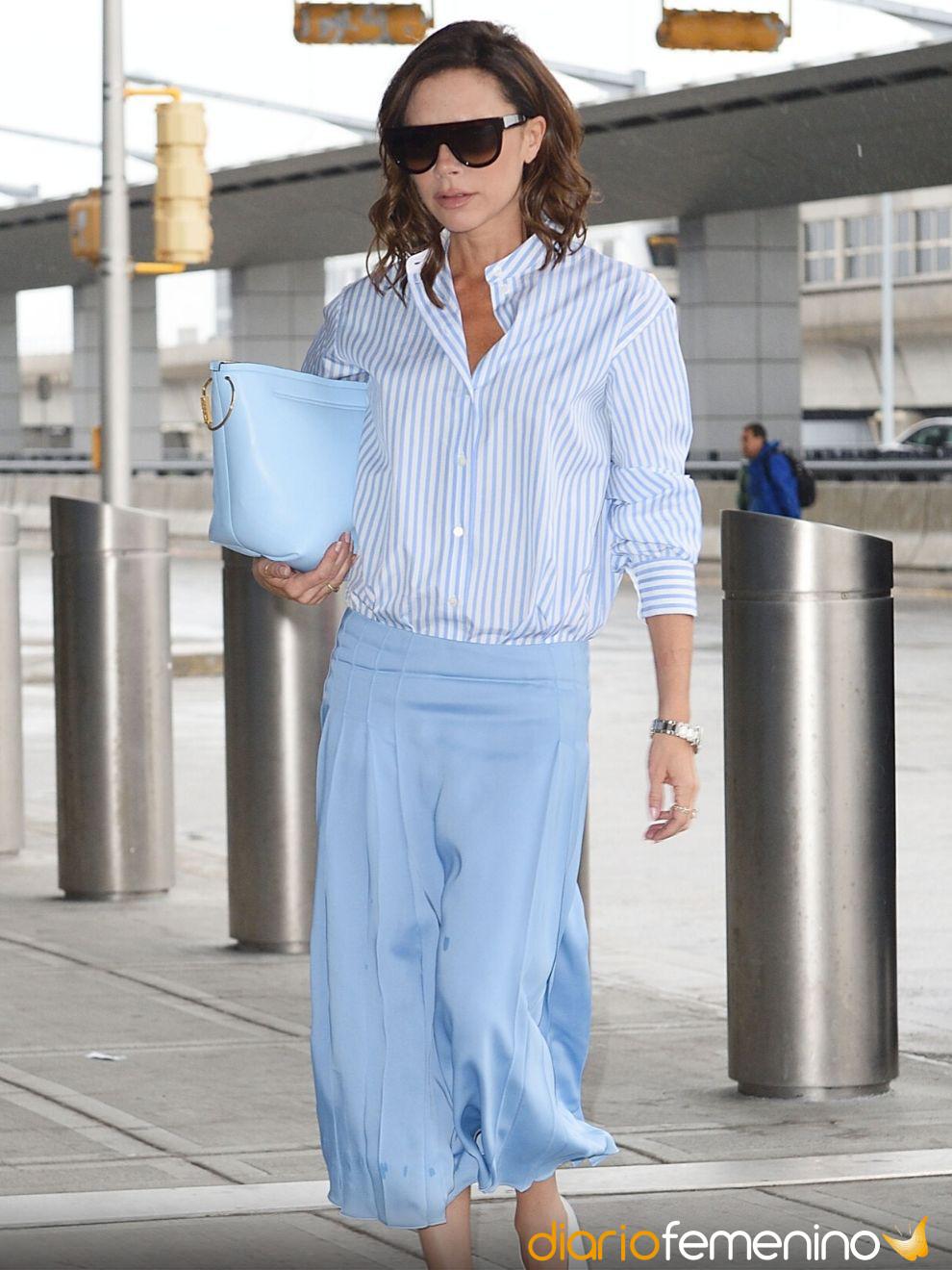 Ideas Básicas Para Combinar Una Falda Azul Outfits Casual Y Elegantes