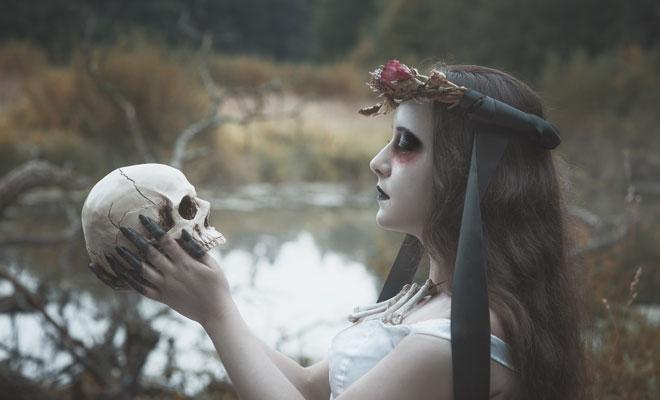 Sonar mujer vestida de novia muerta