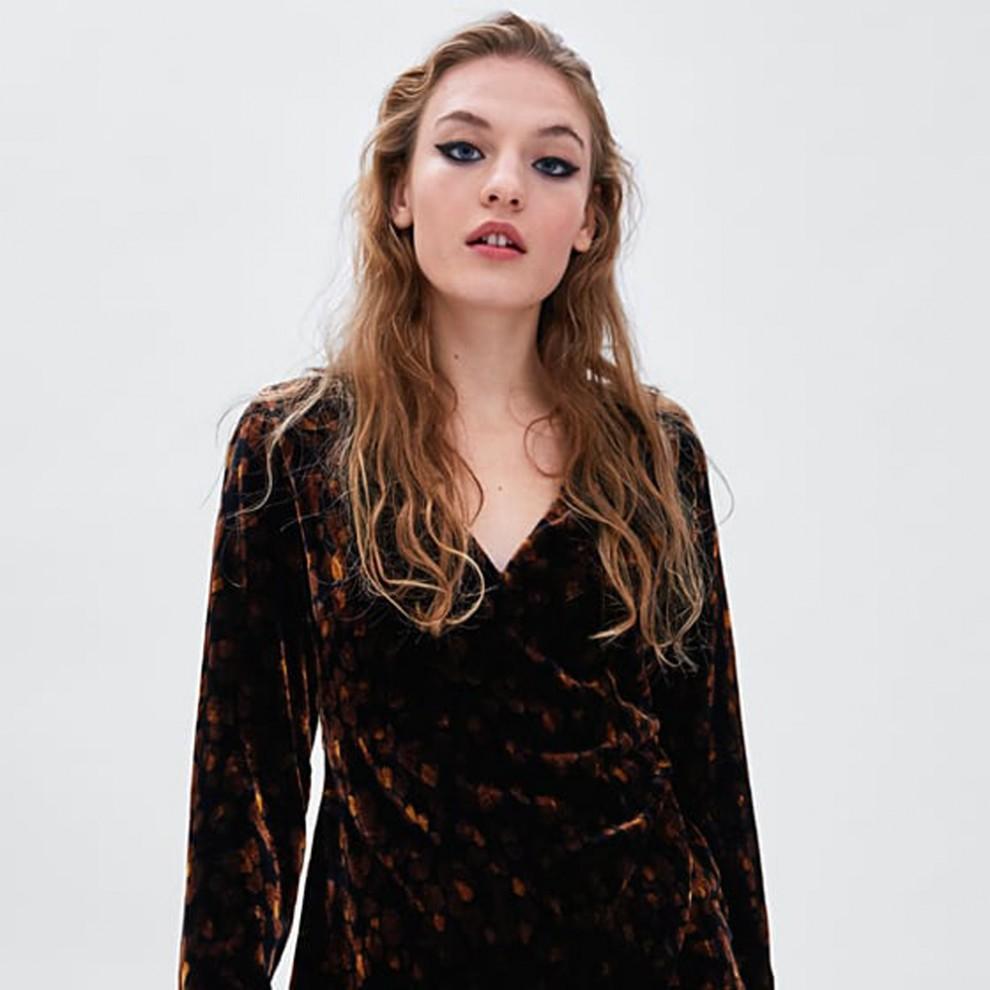 Vestido cruzado de terciopelo de Zara