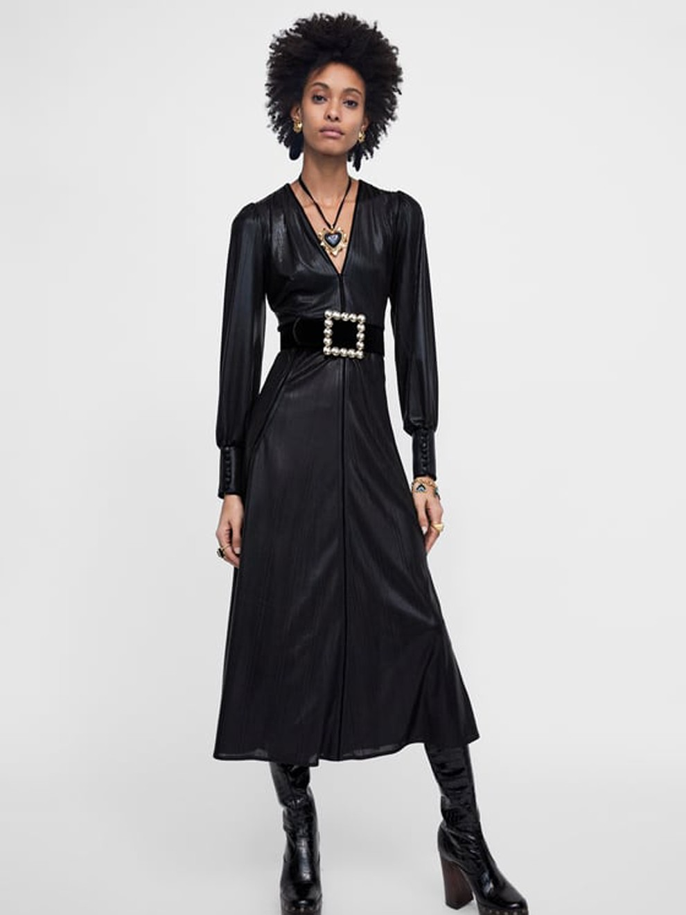 Look efecto piel con un vestido de Zara