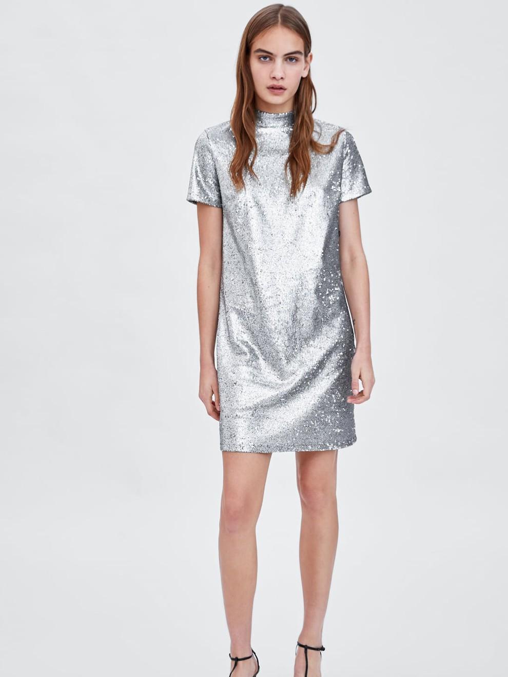 Aires futuristas con un vestido de fiesta de Zara