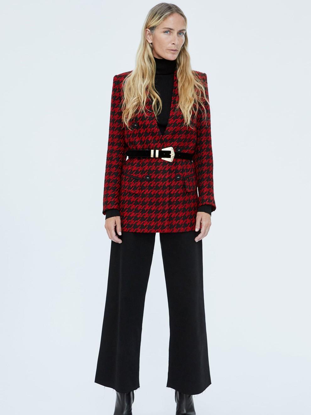 Pantalón campana y blazer de Zara: una combinación perfecta para ir a la oficina en 2019