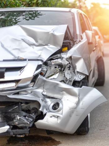 ¿Soñar con un accidente de coche tiene muchos significados negativos?