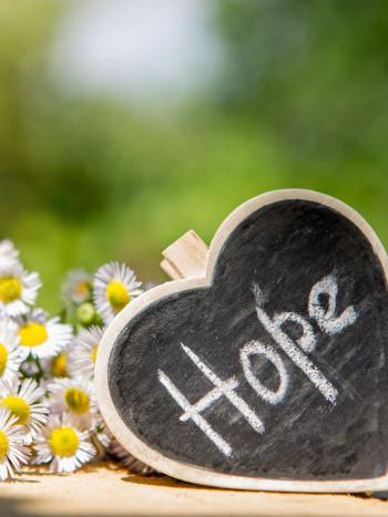 7 poemas de esperanza: versos optimistas para no perder jamás la fe