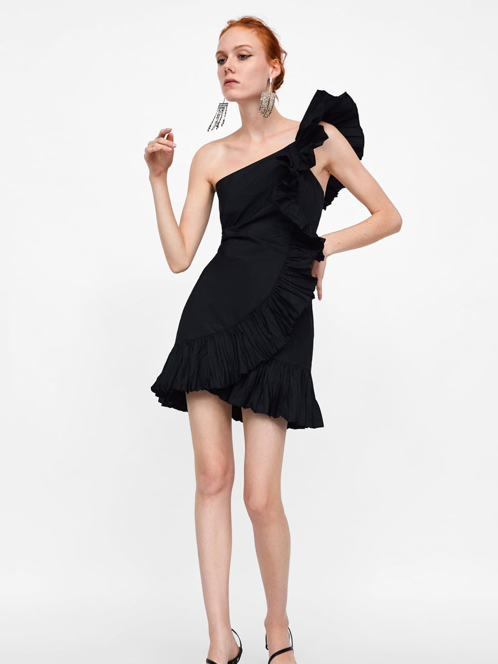 Volantes y asimetrías en un vestido de Zara por 39'95 euros para ir de boda