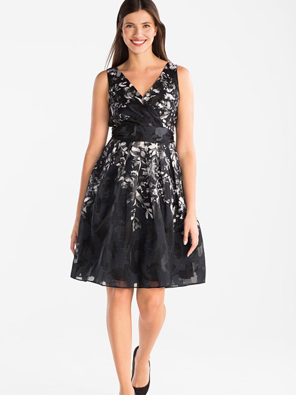 Sofisticado vestido negro de C&A por 79 euros