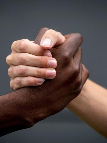 53 frases antirracistas: rotundos mensajes e imágenes contra el racismo