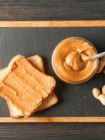 7 desayunos con crema de cacahuete: deliciosas recetas para empezar el día