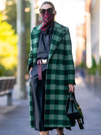 Looks ideales para combinar un abrigo de cuadros