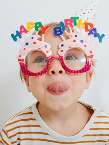 26 poemas de cumpleaños cortos y largos para dedicar a alguien especial