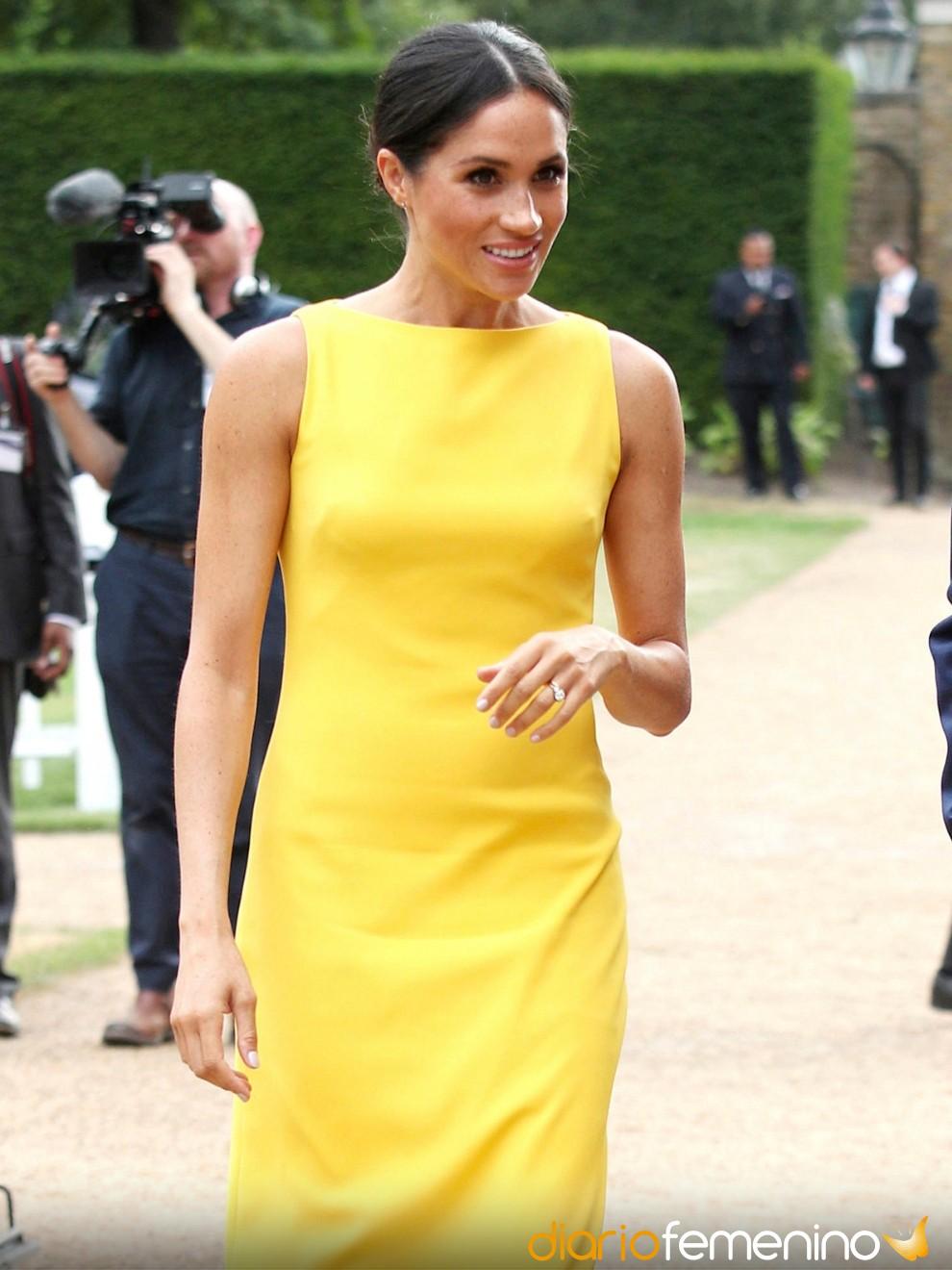 6e4adcabaf6 Cómo pintarse las uñas para combinarlas con un vestido amarillo