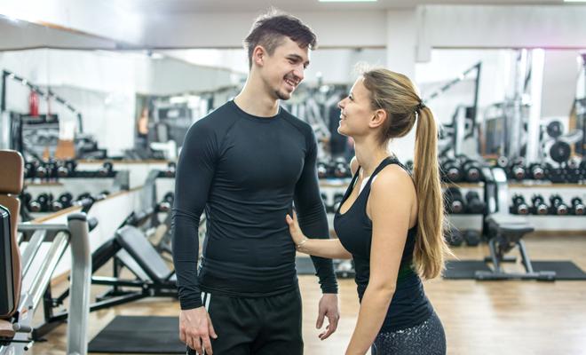 Temas de conversación para ligar en el gimnasio (y olvidar la timidez)