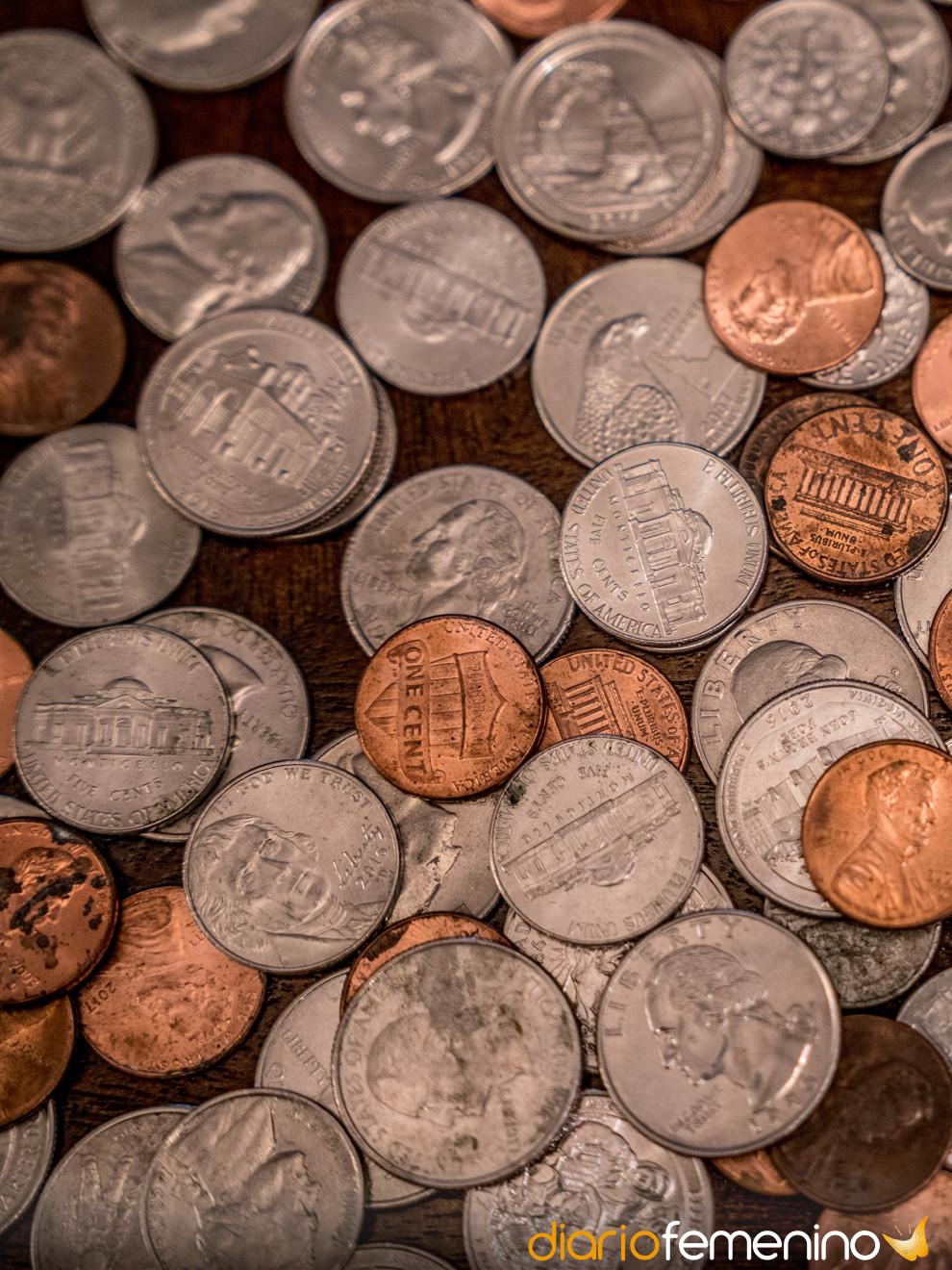 Otros sueños que predicen infidelidad: soñar con monedas