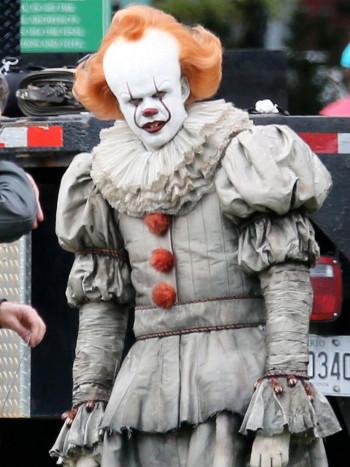 Terrorífico maquillaje del payaso de It para Halloween paso a paso
