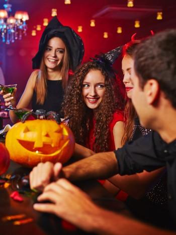 Juegos de Halloween para adultos: ideas para una noche terrorífica