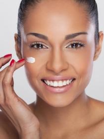 Limpiar, tonificar e hidratar: tres pasos para un piel suave y con brillo