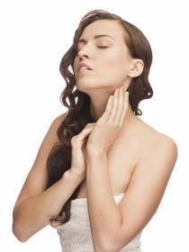 Cremas de vitaminas para prevenir el envejecimiento del cuello