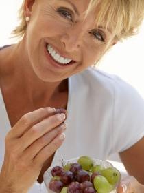 Resveratrol del vino y la uva bloquea el cáncer y la inflamación