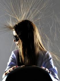 Cómo eliminar la electricidad estática del pelo