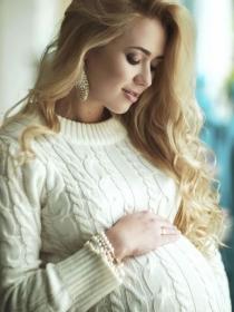 ¿La embarazada puede teñirse el pelo?