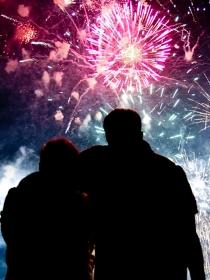Historia de amor en Nochevieja: los besos de fin de año